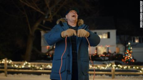 Chevy Chase recreates 'Christmas Vacation' scene in car commercial