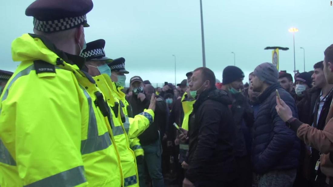 Tensions high in Dover as stranded drivers seen shouting at police – CNN Video