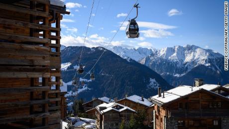 British tourists 'fled' Swiss ski resort quarantine