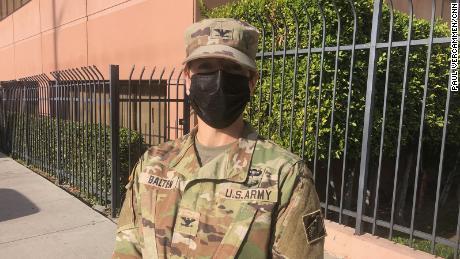 Le colonel Julie Balten dit que le Corps des ingénieurs de l'armée est en train d'évaluer sept hôpitaux de la région de Los Angeles pour trouver des moyens de mieux distribuer l'oxygène aux patients de Covid-19.