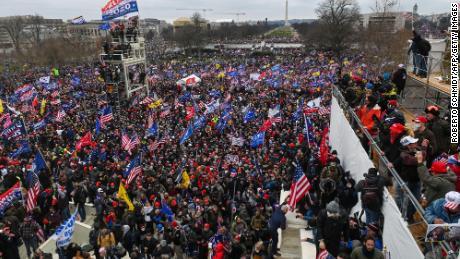 Репортеры Конгресса стали глазами и ушами страны, когда бунтовщики штурмовали Капитолийский холм.