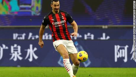 MILAN, ITALY - JANUARY 09: Zlatan Ibrahimovic of A.C. Milan passes the ball during the Serie A match between AC Milan and Torino FC at Stadio Giuseppe Meazza on January 09, 2021 in Milan, Italy. Sporting stadiums around Italy remain under strict restrictions due to the Coronavirus Pandemic as Government social distancing laws prohibit fans inside venues resulting in games being played behind closed doors. (Photo by Marco Luzzani/Getty Images)