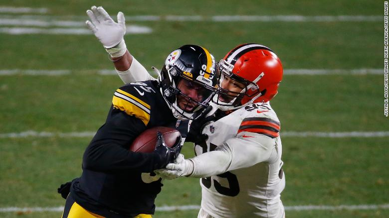 Eric Ebron of the Steelers is pursued by Garrett.