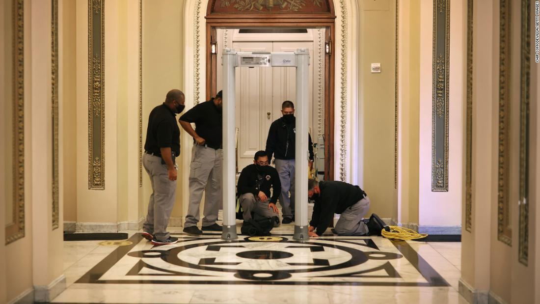 Anggota parlemen berbicara tentang masalah keamanan Capitol setelah kerusuhan kekerasan