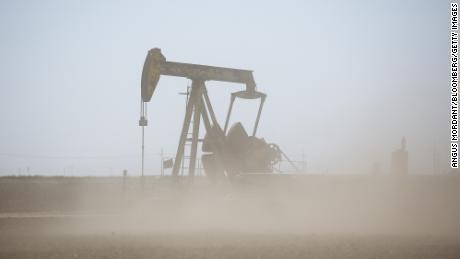Новое правило может усложнить банкам разрыв отношений с нефтяными и угольными компаниями