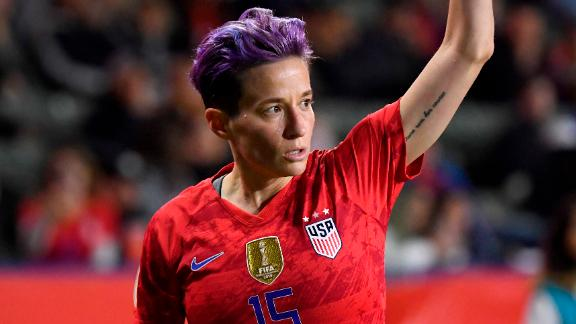 CARSON, CA - FEBRUARY 07: Megan Rapinoe #15 of the United States takes a corner kick during the 2020 CONCACAF Women