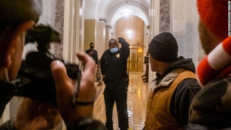 Pence has tried to reach Capitol Police officer who led rioters away from Senate chambers to offer thanks