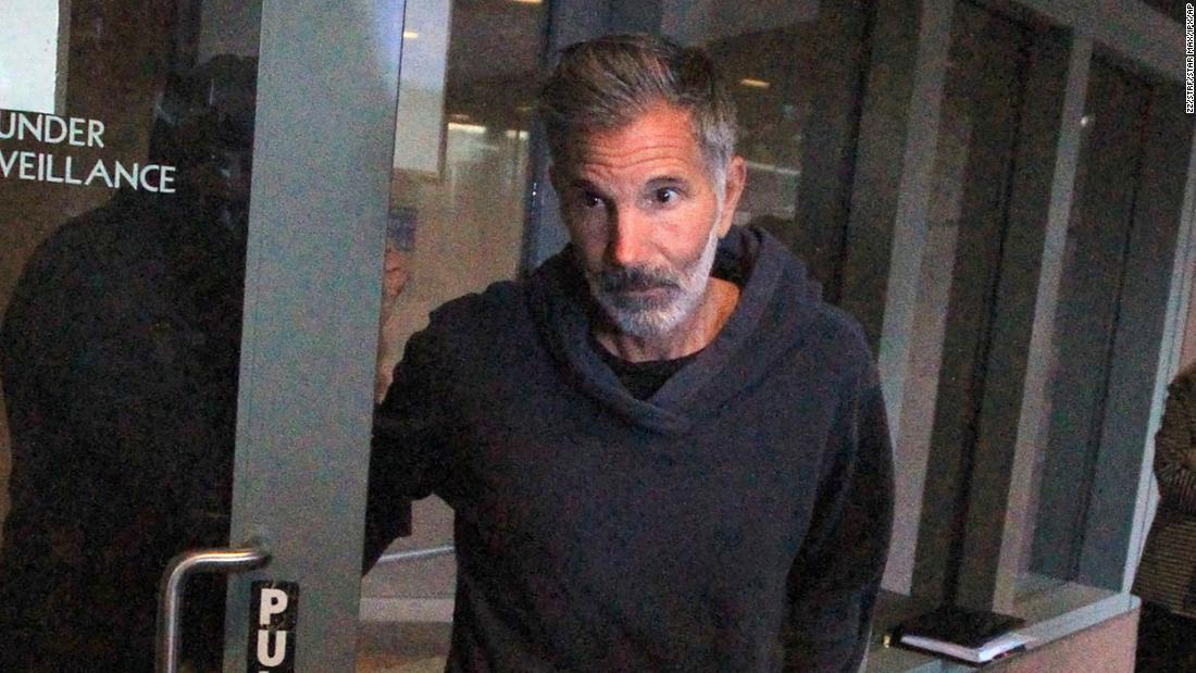 Lori Loughlin's husband Mossimo Giannulli asks for home confinement amid Covid concerns – CNN