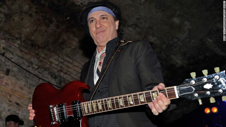 Sylvain Sylvain, New York Dolls guitarist, dead at 69
