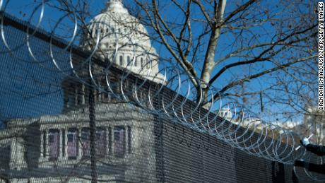 US Capitol Police tells lawmakers that razor wire fencing should remain until September