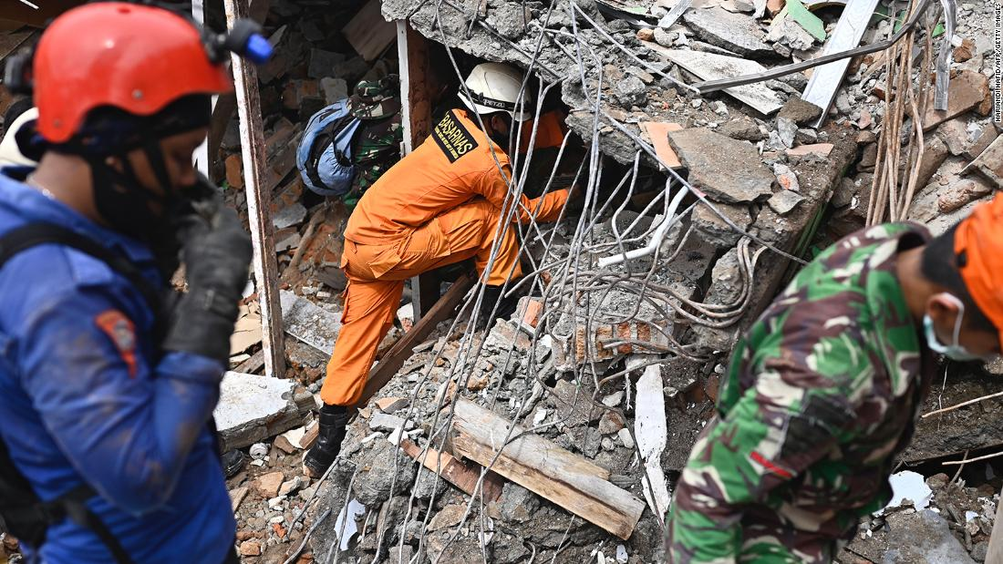 Aftershocks rattle quake-hit Indonesian island as search for survivors continues