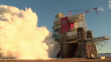 O lançamento de teste de míssil lunar SLS da NASA termina prematuramente