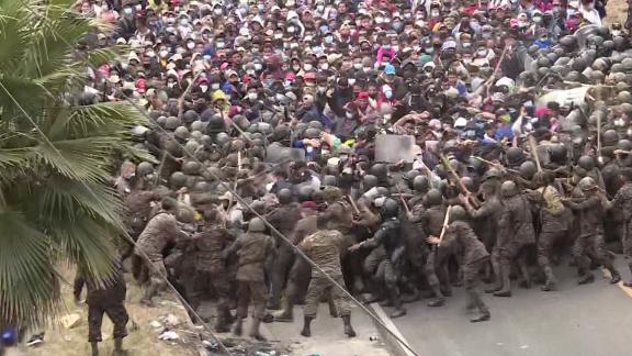 guatemala honduras migrants tear gas Oppmann intl ldn vpx_00000604.png