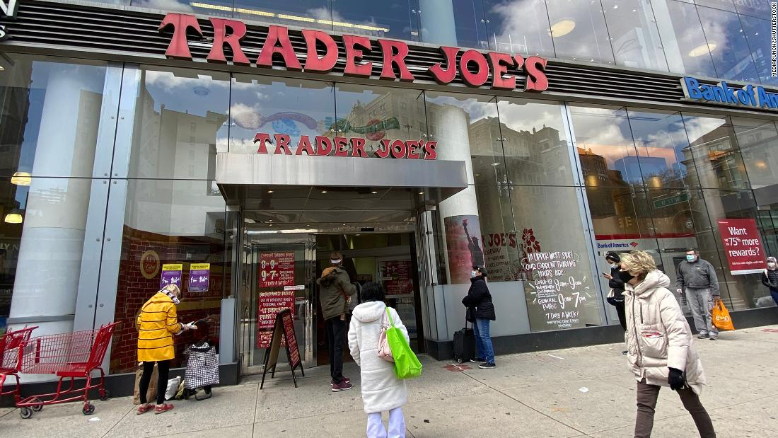 Aldi, Trader Joe's and others will pay workers to get a vaccine - CNN