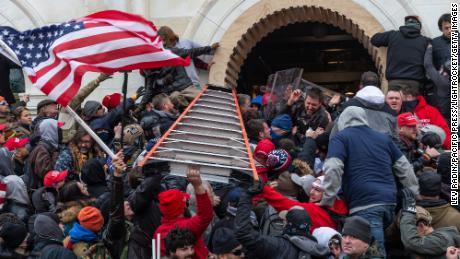 Eu assisti a ascensão do nazismo em primeira mão. Devemos agir agora para proteger a democracia americana