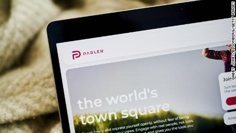 Федеральный судья блокирует Parler& # 39; ставка будет восстановлена Amazon Веб-сервисы