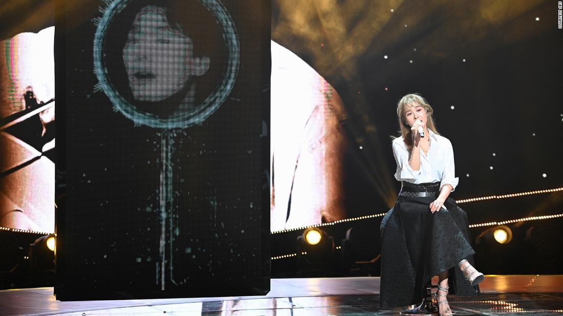 Singer Ock Joo-hyun sings a duet with the AI version of the late Kim Kwang-seok.