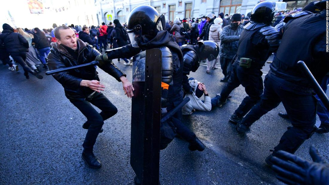 Protests in support of jailed opposition leader Navalny sweep across Russia - CNN