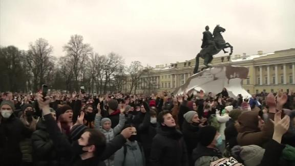 Russia protests Alexey Navalny Putin Pleitgen pkg vpx _00015627.png