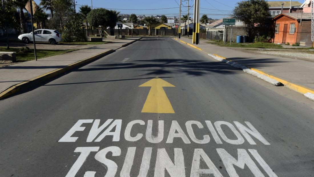 Chile triggers national panic by mistakenly sending tsunami warning after quake - cnn