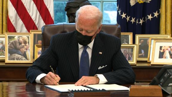 Image for Biden lifts transgender military ban as he meets with first Black defense secretary