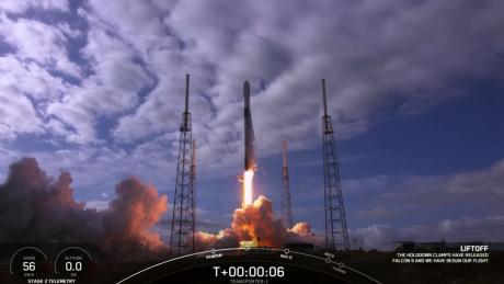 SpaceX  объявляет об открытии первого гражданского космического экипажа