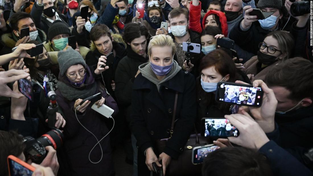 Yulia Navalnaya's husband was poisoned Now she is piling pressure on Vladimir Putin