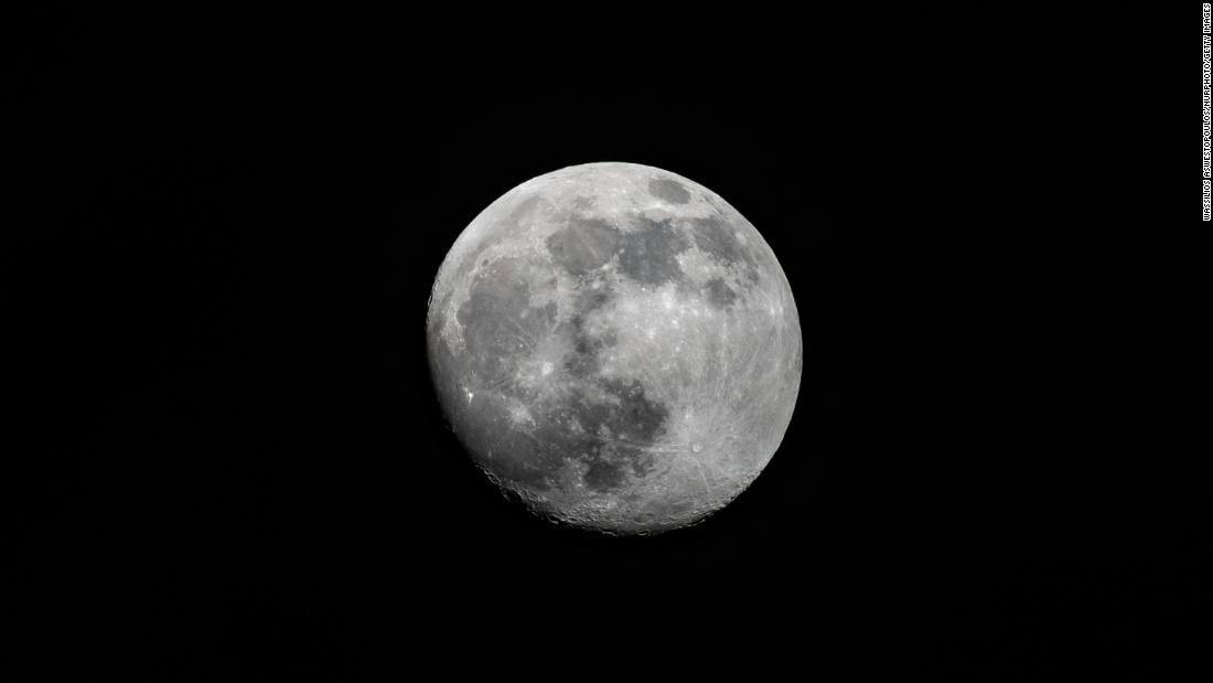 The lunar cycle may be affecting your sleeping patterns, study says