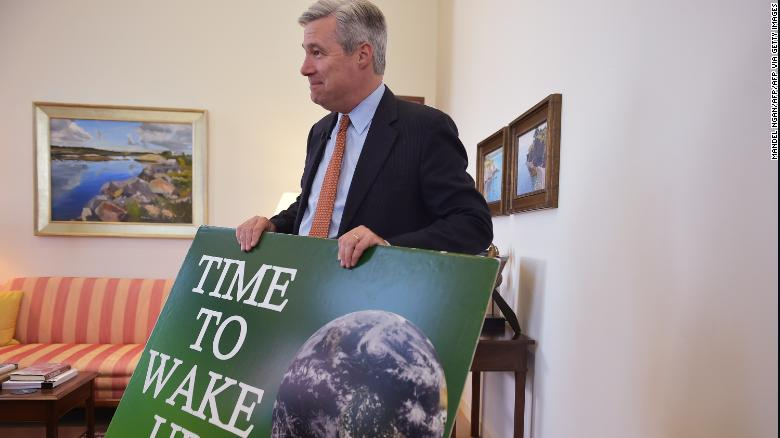 Sen. Whitehouse drops the mic after 279 speeches on one issue