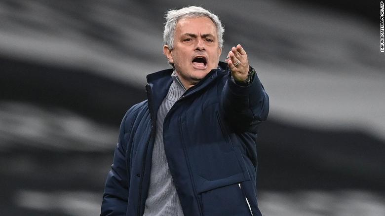 Gerakan Mourinho selama pertandingan melawan Liverpool.