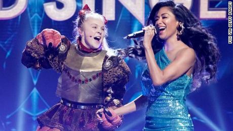 "JoJo Siwa performed with Nicole Scherzinger on ""The Masked Singer."""