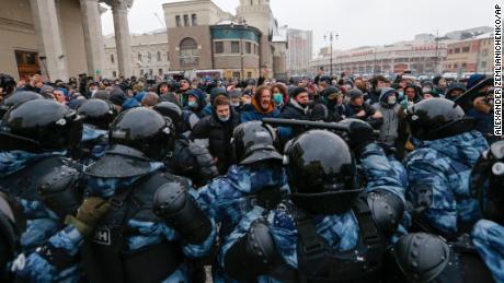 Το Κρεμλίνο συναντά με Ρώσους διαδηλωτές, τη θανατηφόρα καταστολή του εδώ και χρόνια