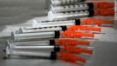 Почему вариант коронавируса в Южной Африке подавил вакцины - и почему многие все еще надеются