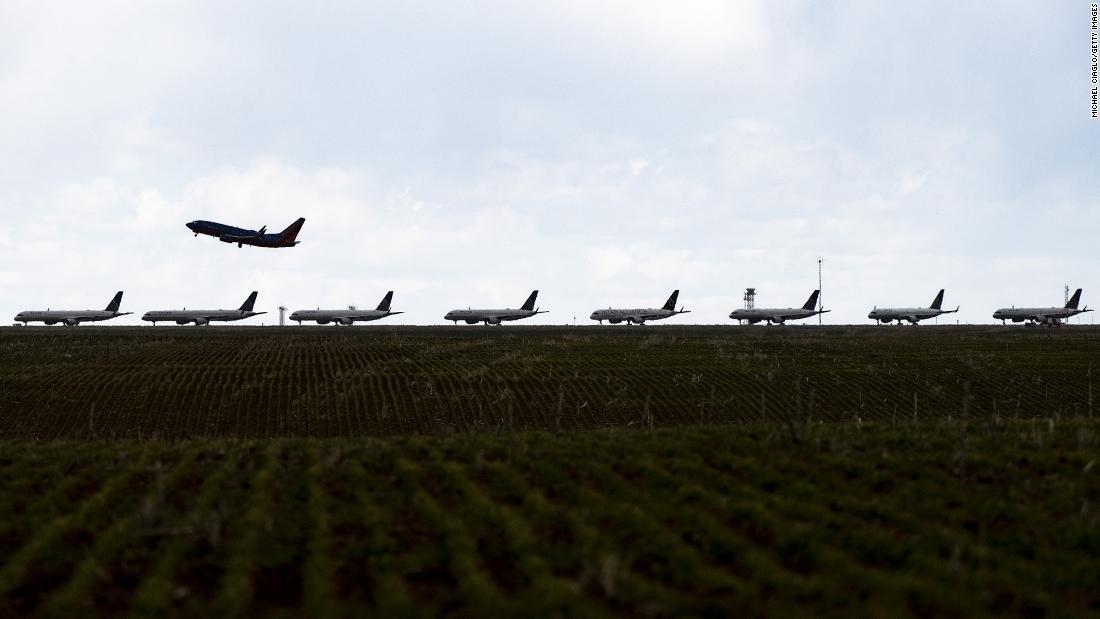 Despite huge losses, US airlines are rolling in cash - CNN