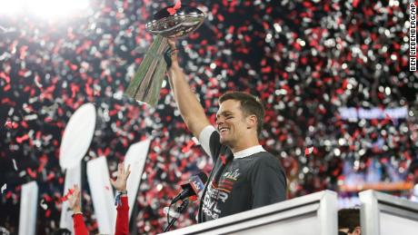 Tom Brady wins his 7th Super Bowl in his first year with the Buccaneers at age 43