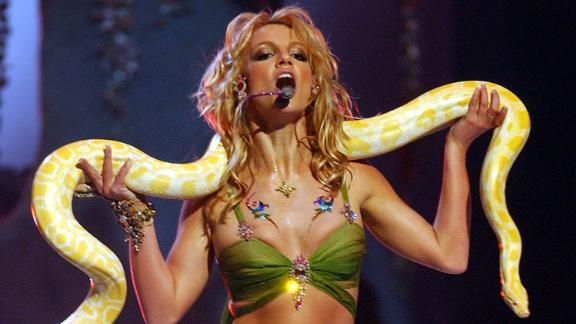 Spears holds a snake while performing at the 2001 MTV Video Music Awards.