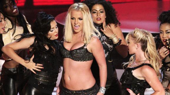 Spears performs at the MTV Video Music Awards in 2007.