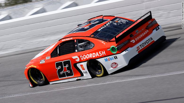 Bubba Wallace, pengemudi Toyota Door Dash # 23, mengemudi selama latihan untuk NASCAR Cup Series 63rd Annual Daytona 500 di Daytona International Speedway pada 10 Februari 2021 di Pantai Daytona, Florida.