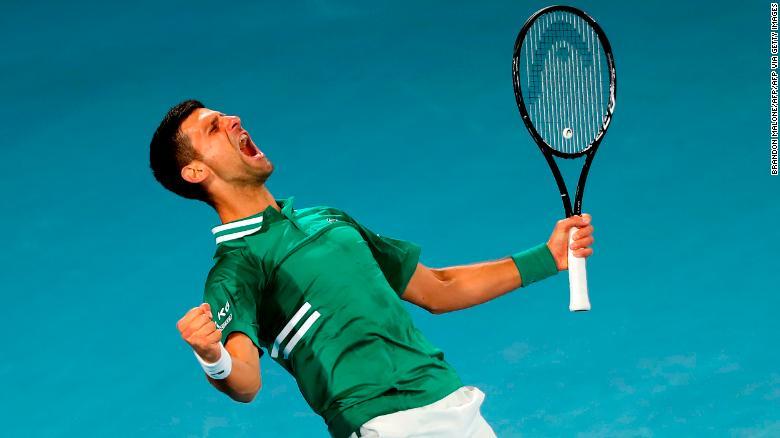 Djokovic mengeluarkan raungan perayaan saat dia mengalahkan Fritz.