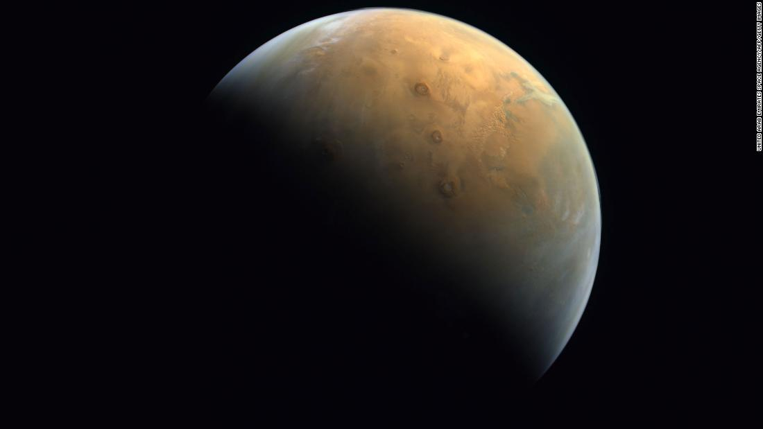 UAE's Hope Probe Mars mission sends back its first picture of red planet – CNN