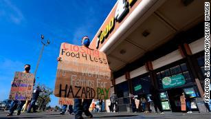 Kroger cerrará más tiendas por las leyes de pago por peligrosidad para los trabajadores