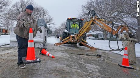 Another battle Texans wage as they deal with the winter weather: Water problems