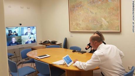 جاش فریدنبرگ صندوقدار استرالیایی در تاریخ 28 ژانویه از طریق تماس تصویری با مدیر عامل فیس بوک مارک زاکربرگ صحبت کرد.