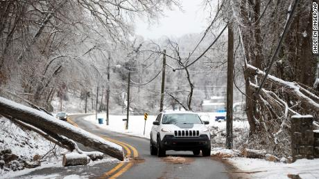 Storm threatens to blanket the East Coast in ice as Texans struggle for heat and water after days without power