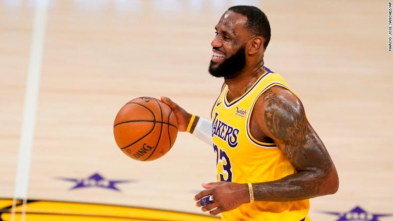 Sebagai suara olahraga terkemuka di tahun 2020, LeBron James menginspirasi baik di dalam maupun di luar lapangan.