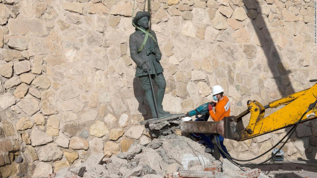 Last statue of dictator Franco removed from Spanish soil