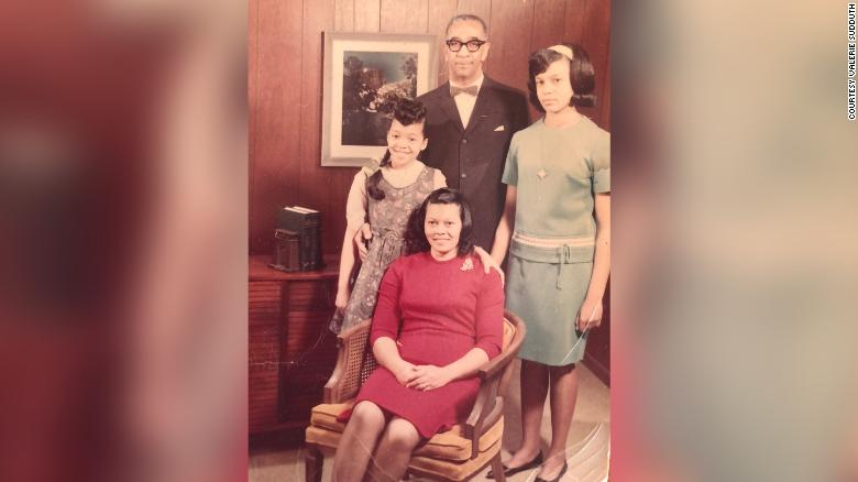 15 years ago a woman found a photo of an unknown family in a used book. Through the power of Twitter, she's mailing it back to surviving members