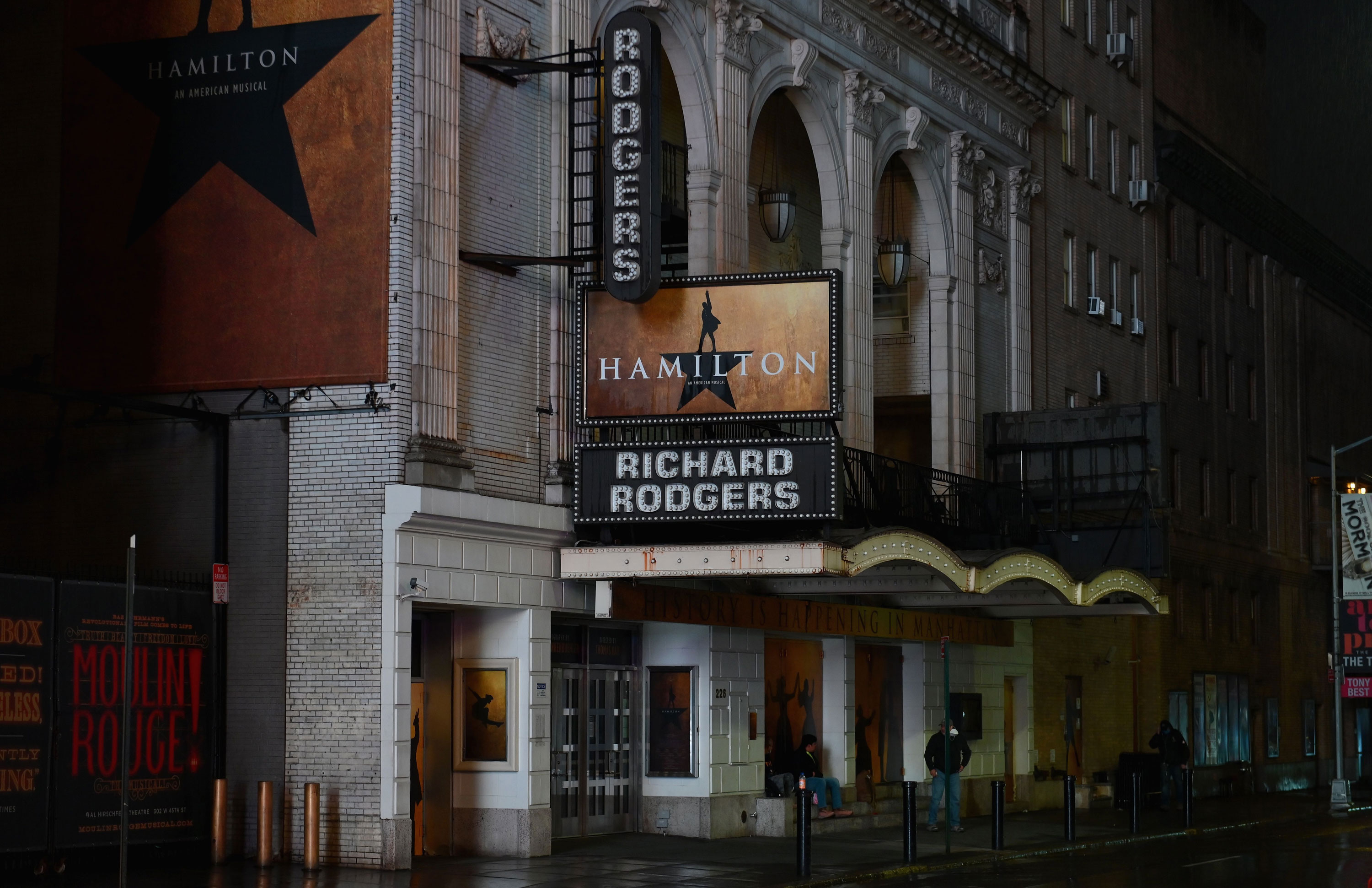 With Broadway Still Dark Due To Covid Actors Find Work 10 000 Miles Away In Australia Cnn Style