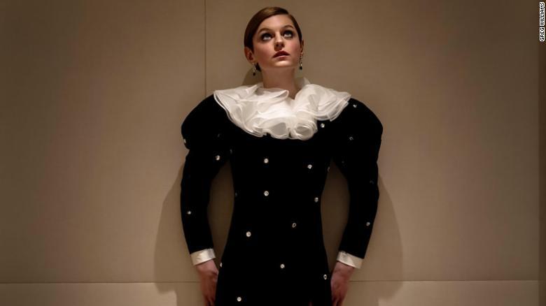Emma Corrin, di sini di Golden Globes 2021, membuka tentang identitas gender