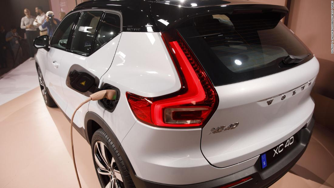 210302033440 volvo xc40 restricted super tease